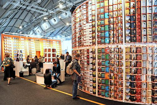 repeating product wall trade show